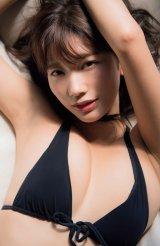 小倉優香の2018年カレンダーが『FLASH』の付録に