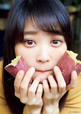 『月刊ヤングマガジン』12号に登場する欅坂46・石森虹花(C)岡本武志/ヤングマガジン