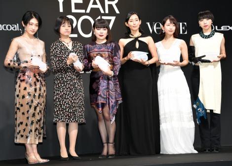 サムネイル 『ウーマン・オブ・ザ・イヤー』を受賞した(左から)コムアイ、恩田陸、ブルゾンちえみ、木村多江、吉岡里帆、MIKIKO (C)ORICON NewS inc.