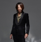 新作「WINTERDELICS.EP〜あなたといきてゆく〜」を発表したGLAYのTAKURO