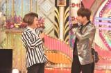 12月5日放送の日本テレビ系『ものまねグランプリ 〜ザ・トーナメント〜』(後7:56)で「BIGBANG」(ビックバン)のD-LITE本人とものまね競演した椿鬼奴(左)(C)日本テレビ