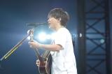 19曲を熱唱したコブクロの小渕健太郎