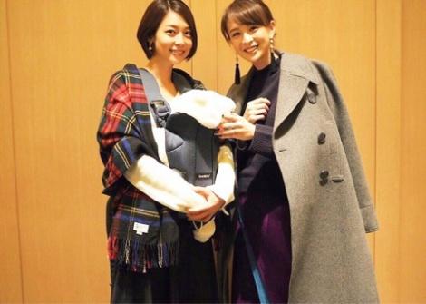 サムネイル 相武紗季&ベビーとの3ショットを公開した舞川あいく(右)(写真はオフィシャルブログより)