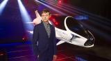 主演のデイン・デハーンとスカイジェット (C)2017 VALERIAN S.A.S. - TF1 FILMS PRODUCTION