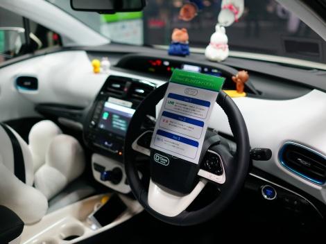 トヨタ・プリウスに搭載したLINEが開発したAIアシスタント「Clova(クローバ)」(第45回東京モーターショー2017にて)