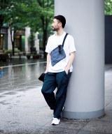 Style01 サコッシュ×スニーカーでスポーティーさをプラス「ロウアーケース×ポーター×エディフィス」のサコッシュ1万2000円(税抜) (C)oricon ME inc.