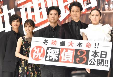『探偵はBARにいる3』初日舞台あいさつに出席した(左から)志尊淳、前田敦子、松田龍平、大泉洋、北川景子 (C)ORICON NewS inc.