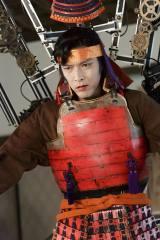 大河ドラマ『真田丸』直江兼続役で注目された村上新悟は小山高専出身。ドラマ『大江戸ロボコン』の面堂磨郎左衛門の姿で全国大会に生出演する(C)NHK
