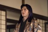 ドラマ『大江戸ロボコン』で珍妙なメイクとコミカルな演技でインパクトを残した村上新悟(C)NHK