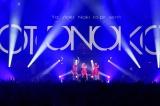 中田ヤスタカ(ステージ後方中央)とPerfumeがライブ初共演