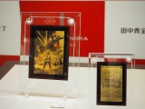 GINZA TANAKA「スター・ウォーズ/最後のジェダイ 純金 5g カレンダー(フレーム付)」(左奥)、「スター・ウォーズ/最後のジェダイ 純金 1g カレンダー(フレーム付)」(右手前)(C)ORICON NewS inc.(C)& TM Lucasfilm Ltd.