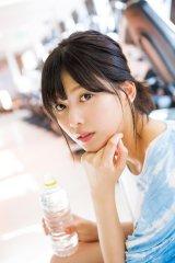 『週刊FLASH』12月5日発売号に登場する欅坂46・渡邉理佐(写真●西村康)