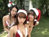 サンタ姿を披露したSUPER☆GiRLS(左から)内村莉彩、浅川梨奈、渡邉幸愛