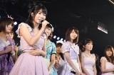 新チーム4キャプテンに任命された村山彩希(右)(C)AKS
