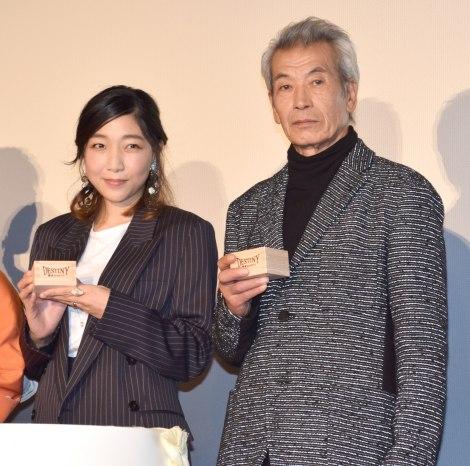 映画『DESTINY 鎌倉ものがたり』初日舞台あいさつに出席した(左から)安藤サクラ、田中泯
