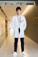 沢村一樹(左)主演の『DOCTORS〜最強の名医〜』新春スペシャル、テレビ朝日系で1月4日放送決定(C)テレビ朝日