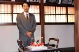 連続テレビ小説『わろてんか』のスタジオで、高橋一生、37歳のハッピーバースデー♪(C)NHK