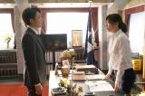 フジテレビ系連続ドラマ『民衆の敵〜世の中、おかしくないですか!?〜』に出演する高橋一生と篠原涼子(C)フジテレビ
