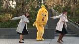 (左から)片渕茜アナウンサー・ナナナ・紺野あさ美アナウンサーがダンスを披露(C)テレビ東京