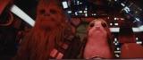 映画『スター・ウォーズ/最後のジェダイ』チューバッカとポーグの思わず笑ってしまうコミカルなシーンはどこで出てくるのか楽しみ(C)2017 Lucasfilm Ltd. & TM. All Rights Reserved