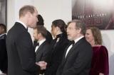 マーク・ハミルと談笑する英国王室のウィリアム王子