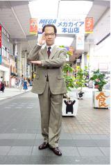 NHKのゼネラル・エグゼクティブ・プレミアム・マーベラス・ディレクター三津谷寛治が熊本に降臨(C)NHK