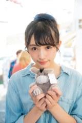 欅坂46・渡辺梨加の1stソロ写真集『饒舌な眼差し』より(C)阿部ちづる/集英社