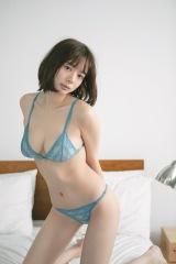 『ヤングジャンプ』2号に登場した岡田紗佳 (C)Madoka Sano/集英社