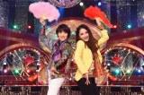 21日放送の『ネプ&ローラの爆笑まとめ!2017』で荻野目洋子と平野ノラが初共演 (C)TBS