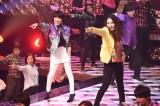 21日放送のTBS系『ネプ&ローラの爆笑まとめ!2017』で荻野目洋子と平野ノラが初共演 (C)TBS
