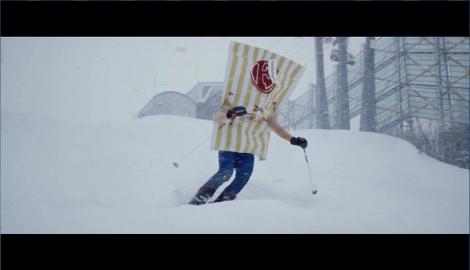 傷心のスキー旅行で全力滑走するファミチキ先輩