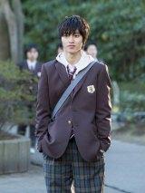 山崎賢人、少女漫画原作3度目の学生服姿を披露「高校時代は地味だった」