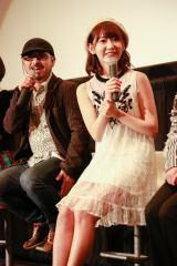 『東映 presents HKT48×48人の映画監督たち』の舞台あいさつに登壇した(左から)清水崇監督、宮脇咲良