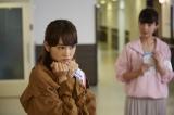 """桐谷美玲のかわいい""""ぶりっこポーズ"""" (C)2017 『リベンジgirl』製作委員会"""
