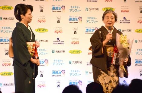 『第40回 報知映画賞』主演女優賞を受賞した樹木希林(右) (C)ORICON NewS inc.