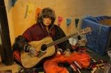 謎のミュージシャン役でドラマ『トドメの接吻』に出演する菅田将暉 (C)日本テレビ
