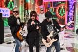 12月22日放送、テレビ朝日系『ミュージックステーションスーパーライブ2017』で「女々しくて」の生演奏に初挑戦するゴールデンボンバー(写真提供:テレビ朝日)