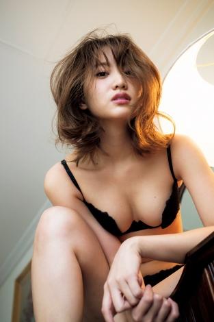 サムネイル 「悪女」がテーマの刺激的な姿を見せた永尾まりや(C)桑島智輝/週刊プレイボーイ