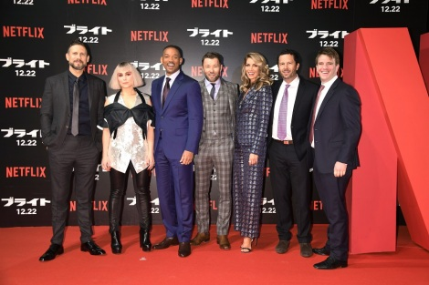 Netflixオリジナル映画『ブライト』のジャパンプレミアイベントに登場したウィル・スミス(写真中央)ほか出演陣