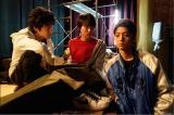 謎の高校生を演じる健太郎(右)・小原唯和(中央)・山下真人(左)(C)テレビ朝日
