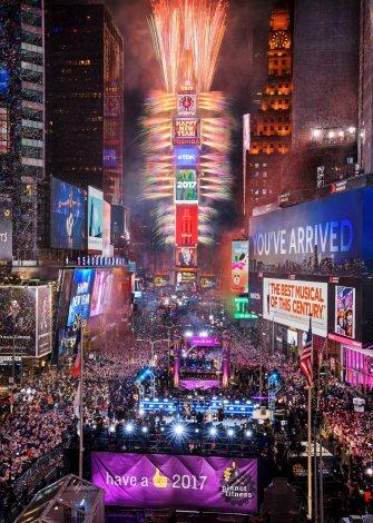 世界各国から100万人以上が集まる、NY・タイムズスクエアのカウントダウンイベント