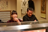 映画『嘘八百』で見事な食べっぷりを披露している森川葵 (C)2018「嘘八百」製作委員会