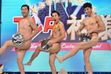 日本テレビ系『エンタの神様&有吉の壁 年末は爆笑パーティーで盛り上がろう!SP』に出演するとにかく明るい安村、アキラ100%、小島よしお (C)日本テレビ