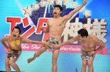 日本テレビ系『エンタの神様&有吉の壁 年末は爆笑パーティーで盛り上がろう!SP』に出演するとにかく明るい安村、アキラ100%、小島よしお(C)日本テレビ