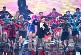『紅白歌合戦』で登美丘高校ダンス部と共演する郷ひろみ(C)ORICON NewS inc.