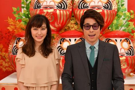 年末特番『クイズ☆正解は一年後』のMCを務める(左から)枡田絵理奈、田村淳(C)TBS