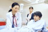 1月27日放送、BSジャパン『命売ります』#3「天使すぎる女医」(左から)壇蜜、谷村美月、中村蒼(C)「命売ります」製作委員会