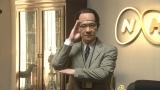 『第68回NHK紅白歌合戦』に出場したコント番組『LIFE!』のキャラクター・NHKゼネラル・エグゼクティブ・プレミアム・ディレクターの三津谷寛治(C)NHK