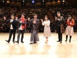 右から2人目が尺八演奏家の藤原道山、右端はMCの小栗さくら(C)NHK
