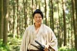 「慈愛に満ちた目を意識して演じている」と鈴木亮平 (C)NHK